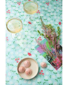 zomer-lichtblauw-bloemen-tafelzeil-lola-afwasbaar-feestelijk